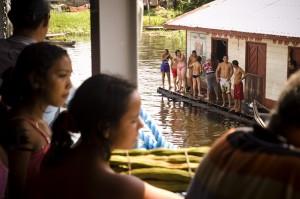 Pueblos en el rio Amazonas