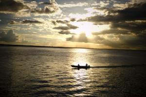 Puesta de sol en rio amazonas