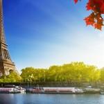 La Torre Eiffel desde el rio Sena