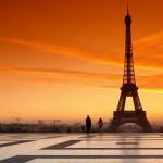 Torre Eiffel al amanecer