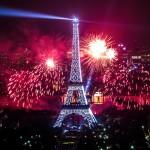 Torre Eiffel con fuegos artificiales