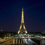 Torre Eiffel de noche con la luna