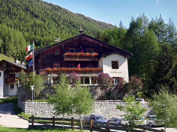 Típica casa (un albergue) en Predoi