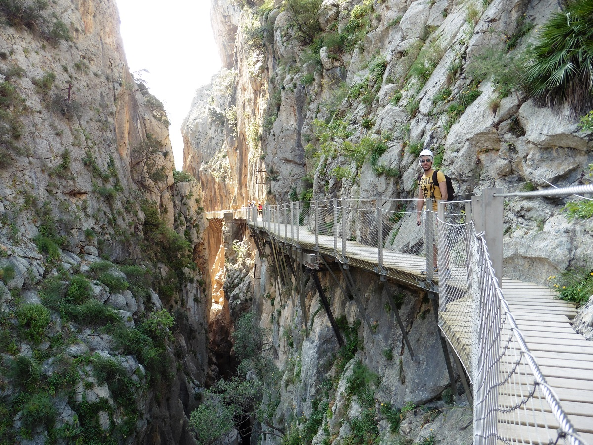 pasarela en el cañón sobre el río guadalhorca