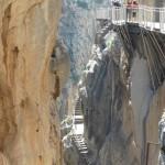 La pasarela antigua (abajo) y la nueva