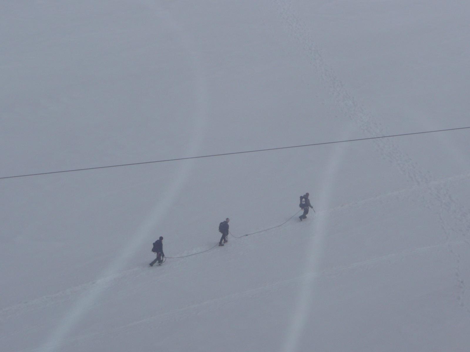 alpinistas en punta helbronner