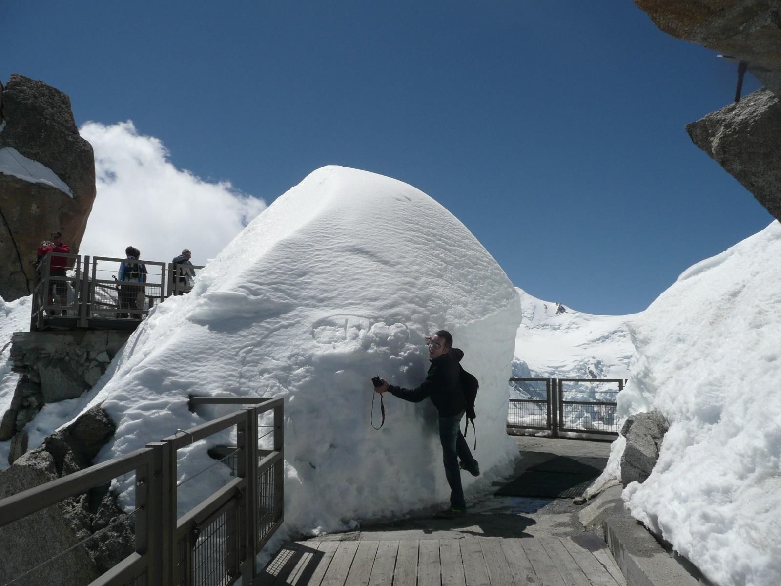 arriba te puedes encontrar con montañas de nieve