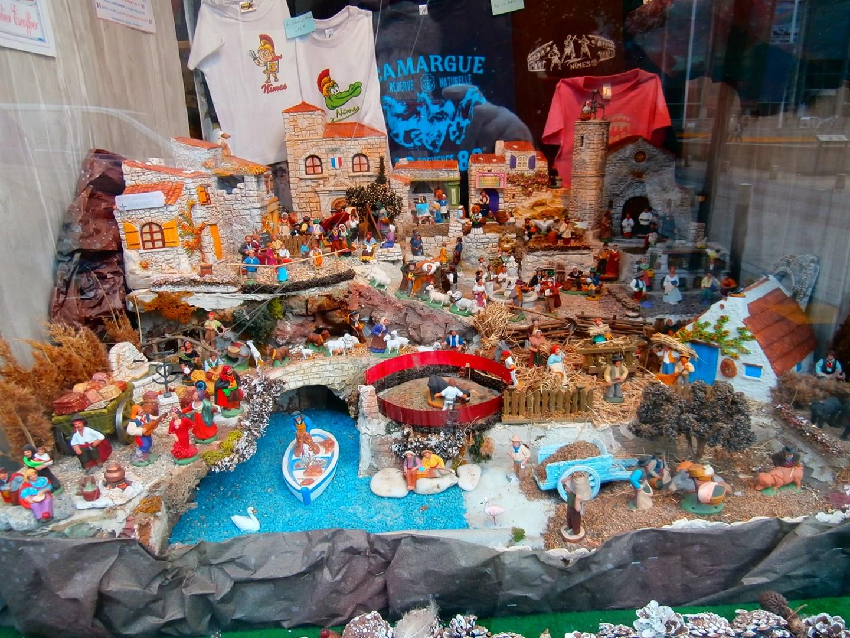 Para que veáis la importancia de las corridas de toros en Nimes, que hasta en el belén navideño ponen una plaza de toros!