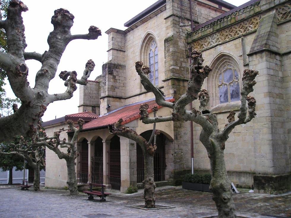 Iglesia de Santa Maria de la Asunción y del Manzano, Hondarribia