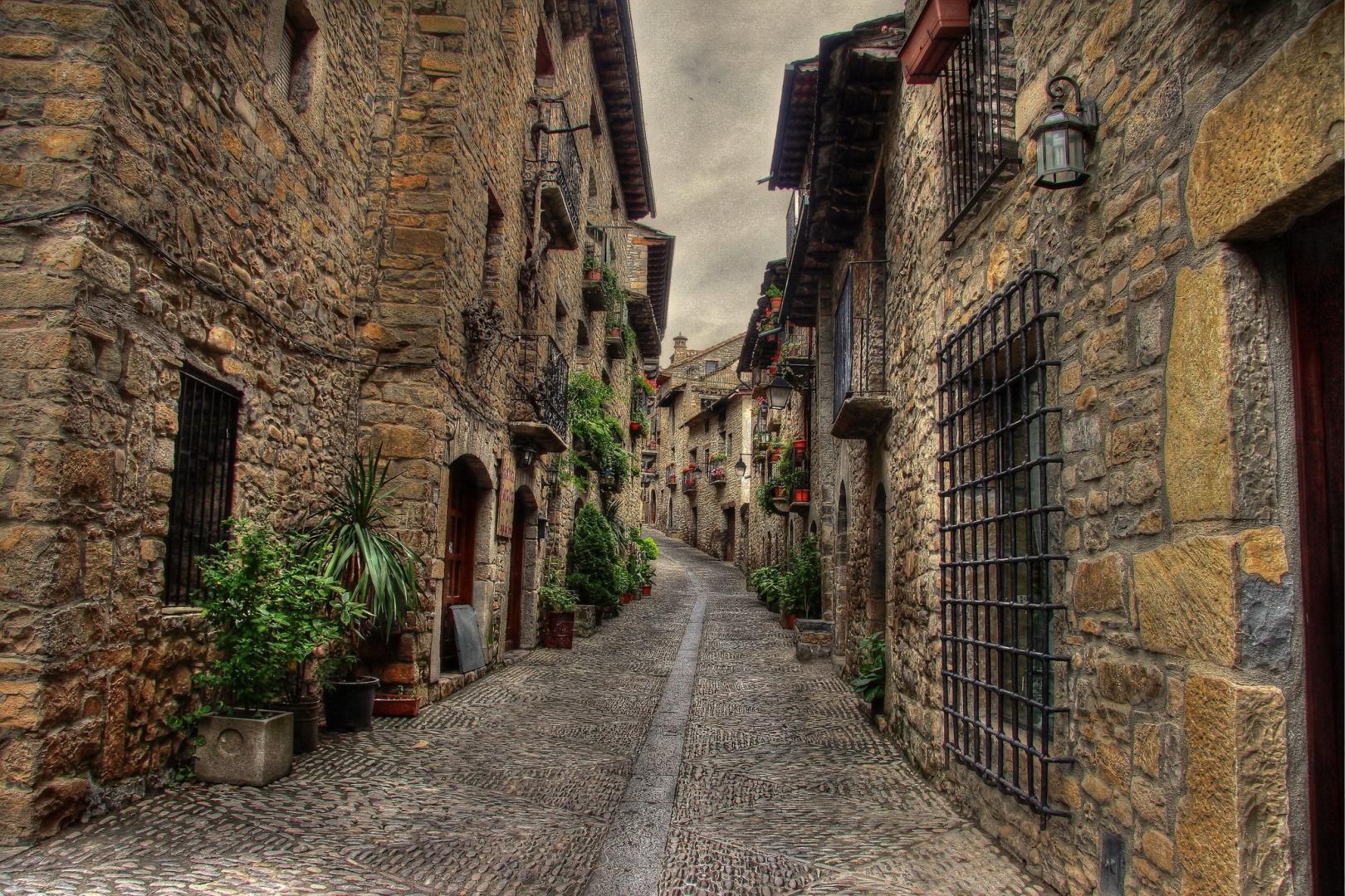 Una calle de Aínsa