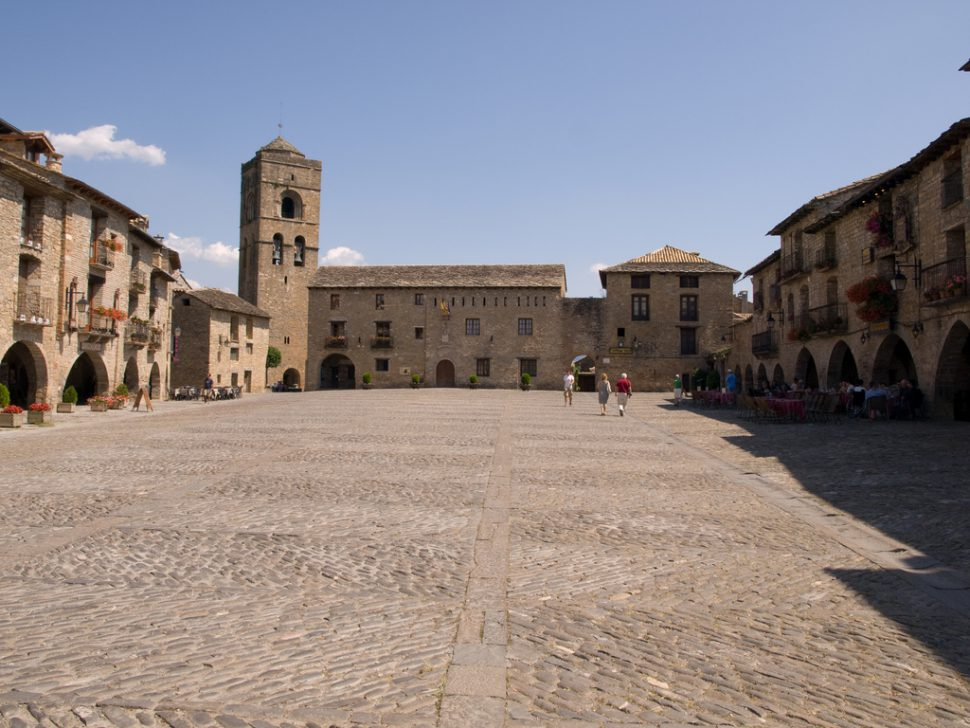 Plaza mayor de Aínsa