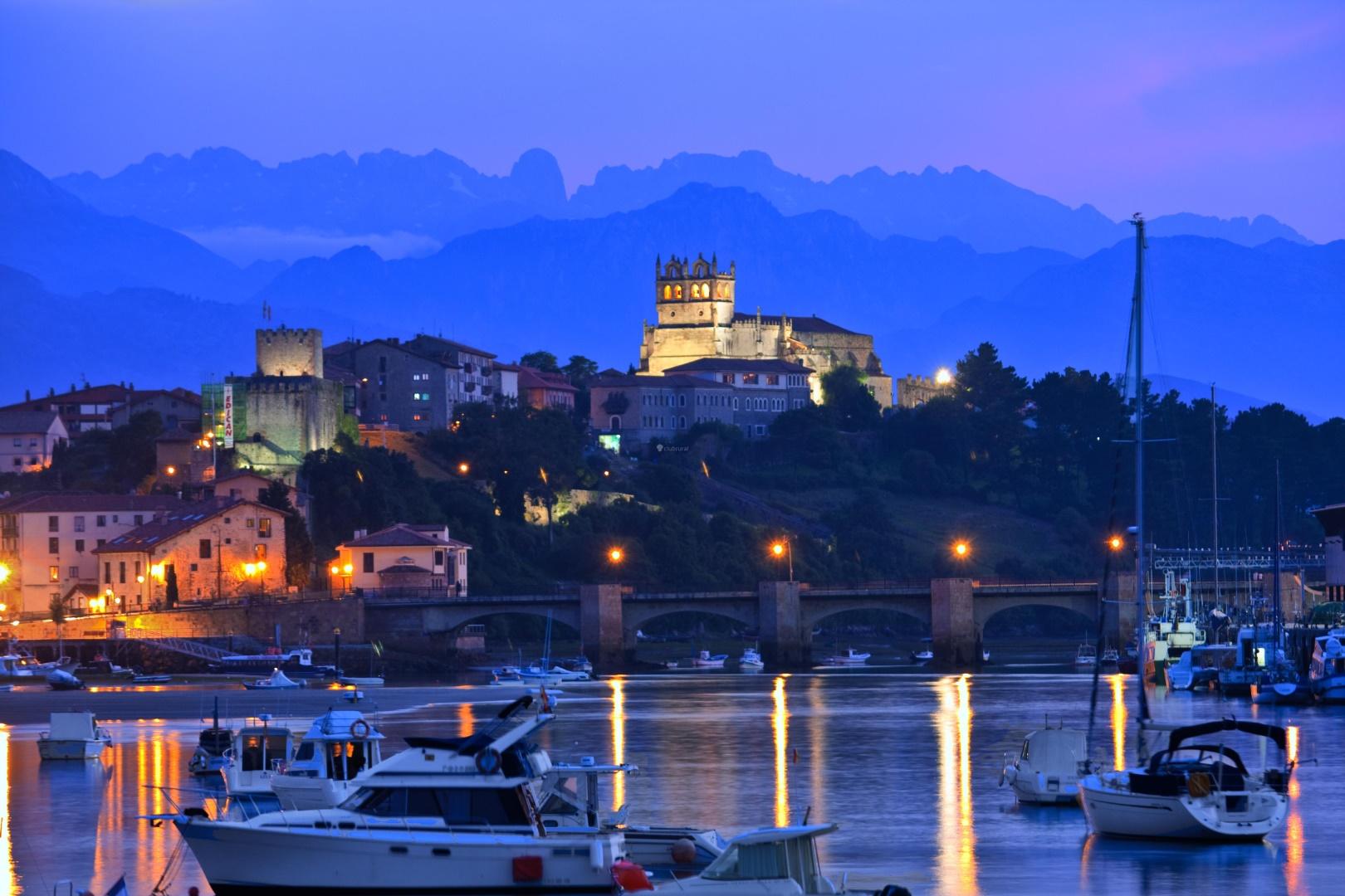 San Vicente de la Barquera de noche