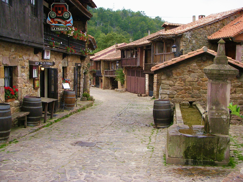 Una calle en Bárcena Mayor