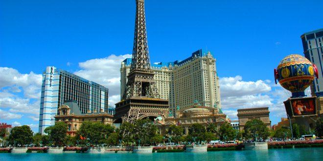 Reproducción de la torre Eiffel del hotel Vegas París