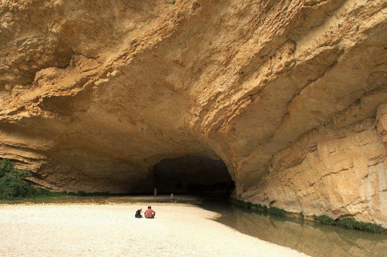 cueva picamartillo